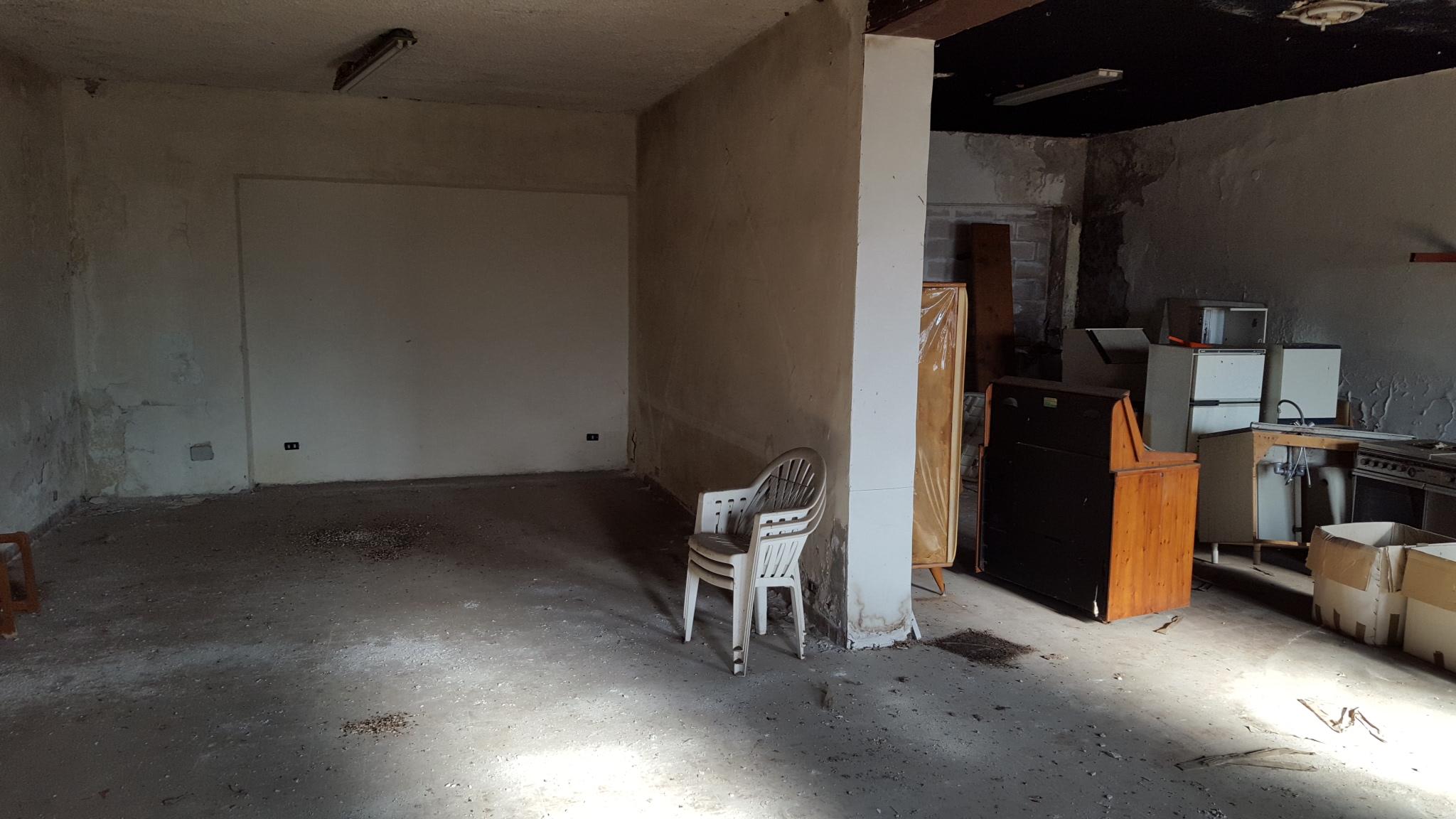 vendesi capannone con piazzale e appartamento stefy