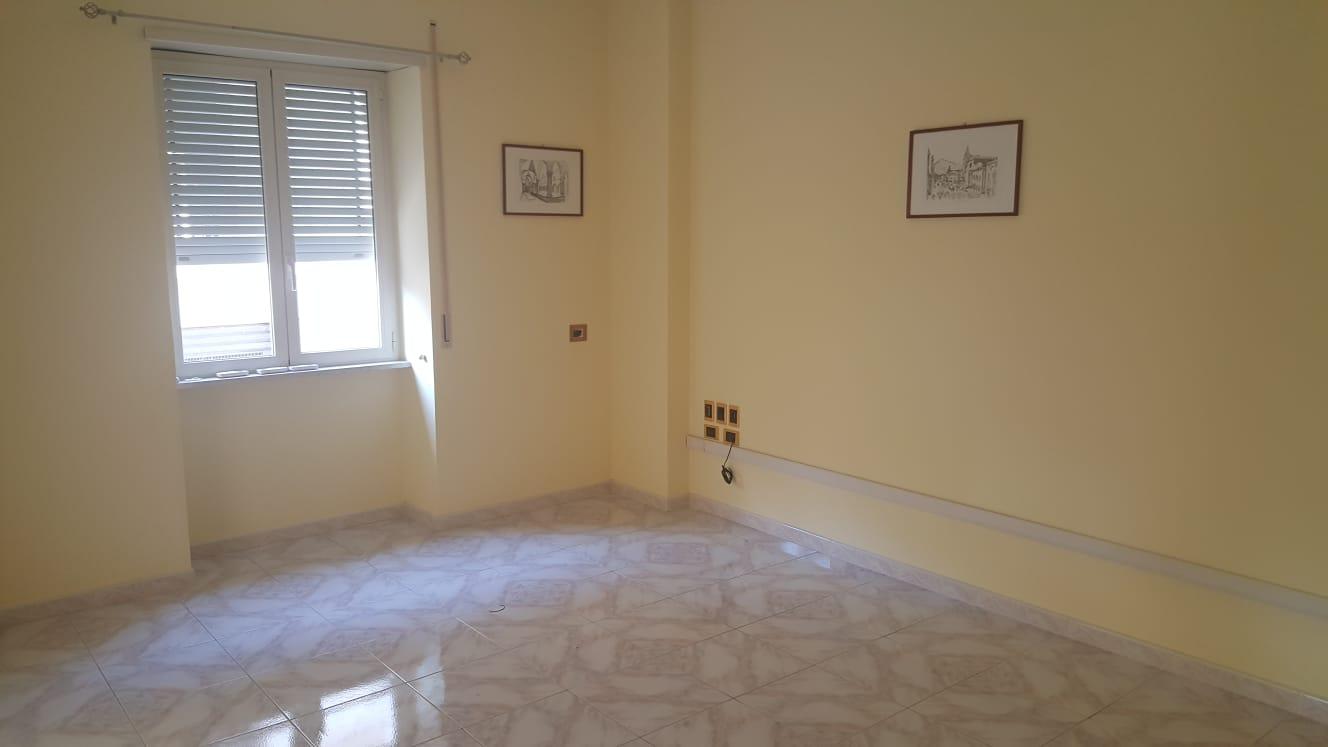 Appartamento uso ufficio in affitto stefy immobiliare for Stanza uso ufficio